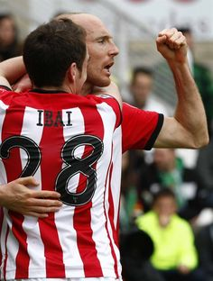 Toquero and Ibai after Toquero's goal against Sporting. From Athletic-Club.net