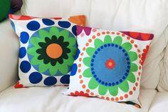 Deixe sua casa linda!  As almofadas Frederika sao uma a escolha certa para quem gosta de cores, muitas cores!   Com uma combinacao criteriosa de formas e cores traz alegria a qualquer cômodo.  Dimensoes: 45x45cm  ***Atencao, esse preco é referente a 1 unidade*** R$30,00