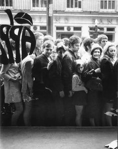 Shoppers outside the Beatles Apple Boutique, London 1967.