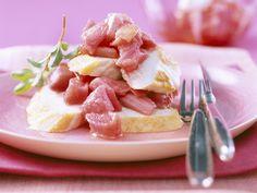 Hähnchensalat mit Rhabarber | Zeit: 25 Min. | http://eatsmarter.de/rezepte/haehnchensalat-mit-rhabarber