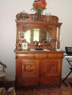 Petite armoire en bois style antique commodes armoires for Kijiji rimouski meuble