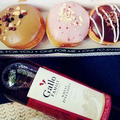 Perfect fot the weekend <3 #weekend #wine #doughnuts
