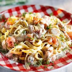 Tagliatelle with seafood and white wine sauce Food N, Food And Drink, Wine Sauce, Sauce Recipes, Pasta Dishes, Summer Recipes, Pasta Salad, Italian Recipes, Seafood