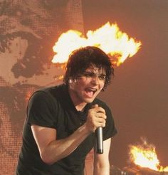 Looks kinda like a halo of fire, cause Gerard is that awesome. He's so gorgeous as hell OMG my heart is melting