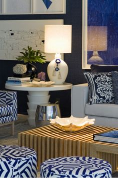 Love the table with lamp and printed pillows on couch! CASA COR SÃO PAULO 2013