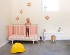 Kalon Studios always manage to create beautiful design and never more so than with their gorgeous Caravan Cot. Already available in a great range of colours, they have now launched a limited edition pink version that has got us really excited... from @littlegatherer
