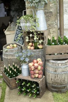 Sidra, manzanas y barriles I Do Bbq, Catering Display, Engagement Party Decorations, Party Food And Drinks, Outdoor Wedding Venues, Al Fresco Dining, Deco Table, Wedding Desserts, Porch Decorating