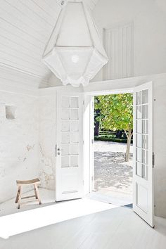 Puertas para comedor y sala High/Low: Cumulus Light : Remodelista Green Rooms, Blue Rooms, White Rooms, White Bedroom, White Decor, Interiores Design, French Doors, Interior And Exterior, Exterior Doors