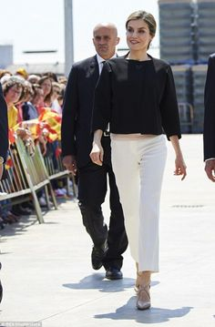 Queen Letizia || jacket by Uterque, pants by Massimo Dutti