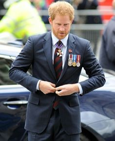 Prince Harry Photos - Prince Harry attends ANZAC Day service at Westminster Abbey on April 2016 in London, England. Prince Henry, Prince Philip, Prince Of Wales, Prince Harry 2016, Prince Harry Photos, 2016 Pictures, Pictures Of The Week, Line Of Succession, Prinz Harry