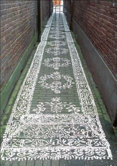 trompe l'oeil rug in alley