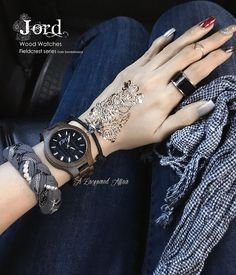 En route to the #Singapore Grand Prix Formula 1 to, ironically, catch #Maroon5 in concert. NOTD and OOTD with @jordwoodwatches Fieldcrest in Dark Sandalwood.  More stuff and photos on my blog review: http://www.alacqueredaffair.com/Jord-Wood-Watch-Floral-Cogs-Mani-38551780  #F1 #jordwatch #nails