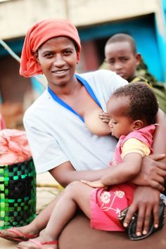 Extended breastfeeding in other cultures. Breastfeeding Pictures, Breastfeeding Toddlers, Extended Breastfeeding, Pregnant And Breastfeeding, Stopping Breastfeeding, Breastfeeding Support, Child Nursing, Nursing Mother, Natural Parenting