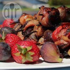 Brochettes de fruta y vieiras envueltas en panceta @ allrecipes.com.ar
