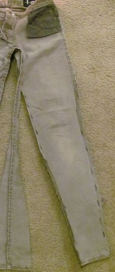 Como entubar jeans de manera perfecta en 2 simples pasos4 Sewing Lessons, Sewing Hacks, Sewing Tutorials, Sewing Crafts, Sewing Patterns, Sewing Clothes, Diy Clothes, Jean Large, Only Jeans