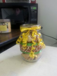 Giraffe theme baby shower mason jars filled with animal crackers. Fun & easy to make.
