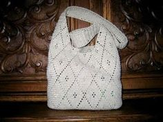 For many ladies, buying a genuine designer handbag isn't something to dash into. As these hand bags can easily be so high priced, ladies sometimes worry over their decisions prior to making an actual bag purchase. (Re:Womens Fanny Pack. Crochet Round, Bead Crochet, Crochet Yarn, Crochet Stitches, Crochet Patterns, Crochet Handbags, Crochet Purses, My Style Bags, Cheap Bags