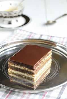 Tarta ópera: apparently layers of cake soaked in coffee and layered with buttercream then topped with ganache Bakery Recipes, Snack Recipes, Opera Cake, Pan Dulce, Sweet Cakes, Cacao, Homemade Cakes, Amazing Cakes, Sweet Recipes