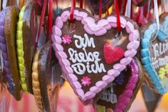 Make German gingerbread hearts (markt lebkuchenherzen) with this recipe. Decorate them with royal icing and give them to your friends and loved ones.