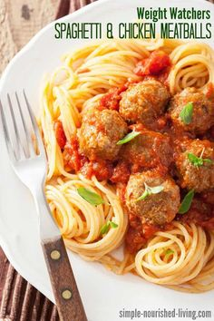 Weight Watchers Spaghetti with Chicken Meatballs is a family friendly, comfort food classic dinner - just 351 calories, 6 WW Freestyle SmartPoints! Chicken Meatball Recipes, Ground Chicken Recipes, Chicken Meatballs, Spaghetti And Meatballs, Chicken Meal Prep, Parmesan Meatballs, Meatball Soup, Ww Recipes, Cooking Recipes