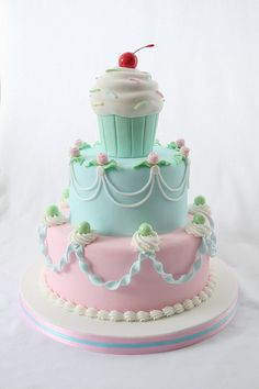 Designer Fondant Cake Delivery in major Indian Cities. Buy through Online Order Mode for Safest Delivery of Fondant Cakes Best Decoration for any Occasions as Christmas New Year Propose Day Gorgeous Cakes, Pretty Cakes, Cute Cakes, Yummy Cakes, Amazing Cakes, Fancy Cakes, Mini Cakes, Girly Cakes, Cupcakes Decorados