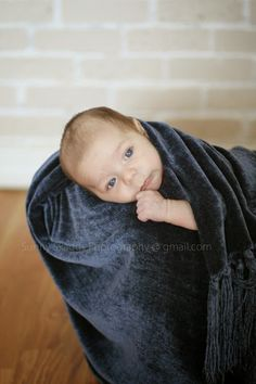 Hello there baby blues! I had a visitor in for newborn portraits this morning and what a good sport he was! Sunny Skaggs Photography