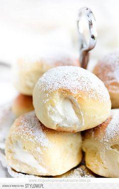 Słodkie bułeczki z bitą śmietaną Składniki: 3 szkl… na Stylowi.pl Polish Desserts, Cookie Desserts, Cookie Recipes, Recipe Fr, Sweets Cake, Bread And Pastries, Donuts, Pastry Recipes, Food Inspiration