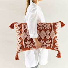The perfect feature cushion, the Red Earth Tufted Cushion has been hand woven to make a bold statement in your home. Punch Needle Kits, Punch Needle Patterns, Crochet Patterns, Orange Cushions, Colourful Cushions, Burnt Orange Bedroom, Needle Cushion, Textiles, Diy Pillows