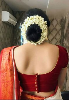 Latest Saree Blouse Back Neck Designs - Sexy Low Back blouse Designs For Indian Women - Outfits HuntersTrendy and Stylish blouse back neck designs Sarees are a go to attire for every Indian woman.Blouse d esign s Kerala Saree Blouse Designs, Blouse Designs Silk, Designer Blouse Patterns, Bridal Blouse Designs, Latest Blouse Neck Designs, Saree Blouse Patterns, Latest Kurti Designs, South Indian Blouse Designs, Traditional Blouse Designs