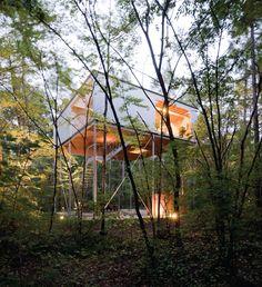 Go Hasegawa - House in a forest, Nagano 2006. Photos (C) Iwan Baan.