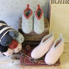 Boot Toppers, Stay Warm, Knitting Projects, Ravelry, Winter Outfits, Diy And Crafts, Slippers, Crochet, Womens Fashion