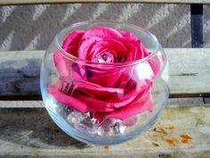 Roses stabilisées Donnez une touche élégante et raffinée à votre intérieur avec les fleurs stabilisées ! La stabilisation consiste à remplacer la sève de la fleur ou la plante par un mélange à base de glycérine, produit 100% naturel. Ces végétaux conservent leur souplesse et fraîcheur naturelle sans aucun entretien pendant plusieurs années…