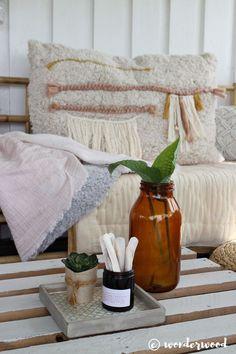 IKEA hack: badematte til stor boho pute // bath mat to large boho pillow Diy Throw Pillows, Boho Pillows, Do It Yourself Decorating, Diy Schmuck, Decorative Cushions, Bath Mat, Diy Home Decor, Diy Projects, Inspiration