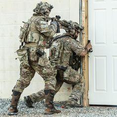 Make an entrance #FirstSpear #Dynamic #Explosive #Breach #assaulterarmorcarrier #SOF #Moto First-spear.com