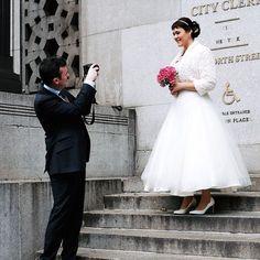 Pin for Later: 20 stylische & etwas unkonventionelle Brautkleider fürs Standesamt 50er Jahre Flair