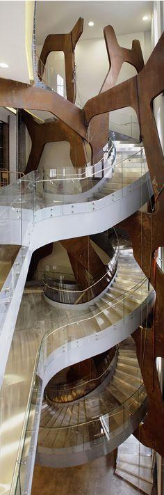 Escalera diseñada por Moneo. Fundación Telefónica, Madrid.