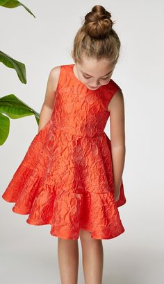Carolina Herrera& best proposition this season are a series of red and blue dresses nipped in at the waist with peppy floral sashes or jazzed up with floral full skirts. Elevated, easy dresses to wear everywhere from spring luncheons to summer getaways. African Dresses For Kids, Little Girl Dresses, Girls Dresses, Flower Girl Dresses, Toddler Dress, Baby Dress, Simple Dresses, Cute Dresses, Vestidos Carolina Herrera