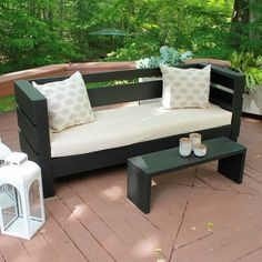 With these plans, you can build your own modern outdoor bench and coffee table. Ideal for garden parties!