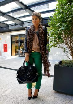 Green Pants - Thassia Naves