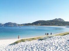 Islas Cíes, Galicia, Spain Arena blanca, agua cristalina y azúl. Lugar bellísimo.
