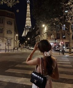 Classy Aesthetic, City Aesthetic, Beige Aesthetic, Travel Aesthetic, Workout Aesthetic, Poses Modelo, Paris At Night, Paris Travel, Dream Life