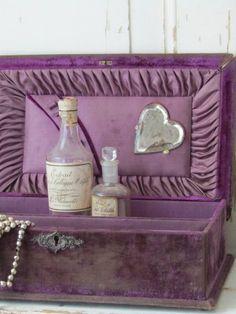 Purple Home, Antique Boxes, Covered Boxes, Designers, Objects, Textiles, Velvet, Retro, Antiques