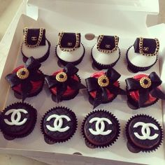 black and white, chanel, and dessert image Chanel Cupcakes, Chanel Cake, Coco Chanel, Chanel Party, Chanel Logo, Pretty Cakes, Beautiful Cakes, Amazing Cakes, Chocolates
