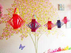 チビちゃんが保育園に七夕飾りを作って持って行くことになったので、灯籠をいくつか作ってみた。両面折り紙を使って。中はお魚やお花や小鳥などの形に切り抜いて。提...
