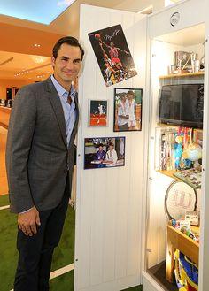 Im erneuerten «Walk of Fame» des Schweizer Kaffeemaschinenunternehmens Jura sind Gegenstände aus Federers Kindheit zu sehen.