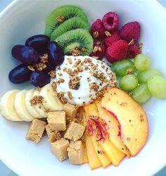 So much fruit, so little time.  #breakfast #fruit #peanutbutter #perfectbar #vanilla #siggis #purelyelizabeth #pumpkin #fig #granola #peaches #banana #grapes #kiwi #raspberries #yogurtbowl #yum #healthyfood #healthyeating #fitfood #glutenfree #cleaneats #plantbased #nutrition #foodisfuel #foodie  #paleo #delicious