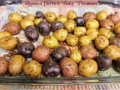 These Roasted Herbed Baby Potatoes are super easy to make, are so delicious & th… These roasted herb potatoes are super easy to prepare, so delicious and the different colors add a special touch to any meal you serve them with! Small Potatoes Recipe, Oven Roasted Baby Potatoes, Potatoes In Oven, Herbed Potatoes, Rosemary Potatoes, Purple Potatoes, Little Potatoes, Fingerling Potatoes, Potatoes