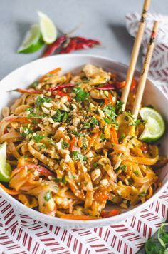thai recipes Throw away those takeout menus, this Easy Spicy Chicken Pad Thai will be your new favorite dinner thats quicker than delivery! Thai Dishes, Pasta Dishes, Asian Recipes, Healthy Recipes, Healthy Thai Recipes, Good Recipes, Thai Curry Recipes, Kale Recipes, Healthy Breakfasts