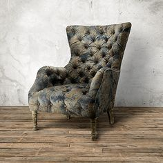 Expertly fitted in Etruscan Bronze, a vintage-inspired Old World Italian print on a luxurious velvet.