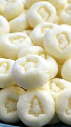 Cream Cheese Mints ~ These delicious little mints melt in your mouth, are a cinch to make, and disappear quickly. You'll have everyone asking you for the recipe! Healthy Cream Cheese, Cream Cheese Mints, Cream Cheeses, Holiday Cookies, Holiday Treats, Holiday Recipes, Christmas Recipes, Healthy Christmas Treats, Christmas Foods